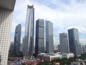 . La Tour, tout à gauche, est entièrement autonome d'un point de vue énergétique.