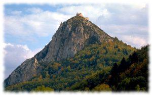 Château de Montségur où se termina la malheureuse épopée du Catharisme... Pour la petite histoire, en y redescendant, j'ai fait une chute de 5 m et ai cassé ma jambe... artificielle !